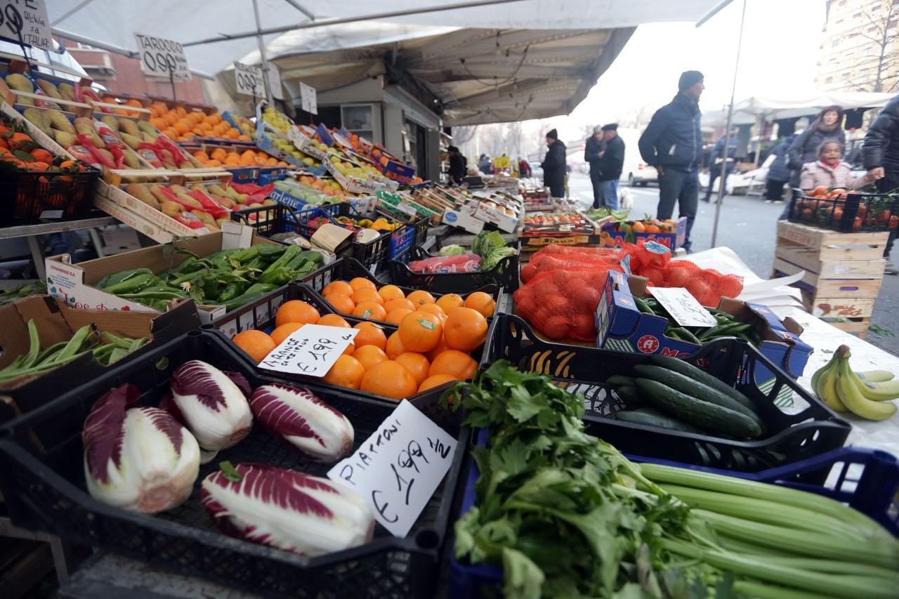 Mercato i prezzi alle stelle for Mercato frutta e verdura milano