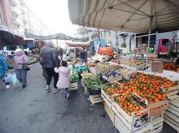 Grande gelo sul mercato prezzi alle stelle per frutta e for Mercato frutta e verdura milano