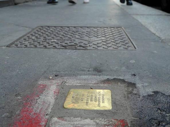 Milano, sabato catena umana per difendere le Pietre d'inciampo