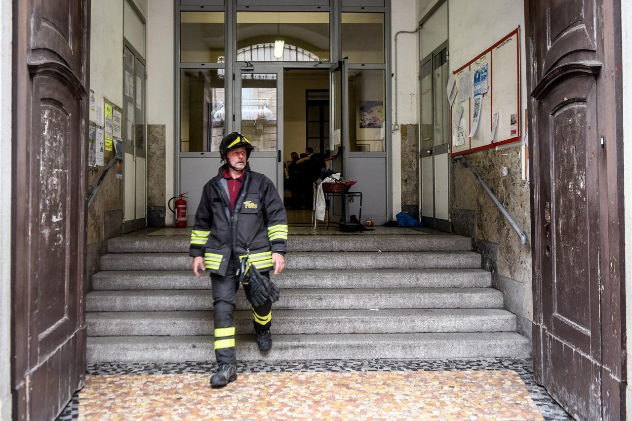 Milano incendio alla scuola elementare di via rasori for Scuola burgo milano