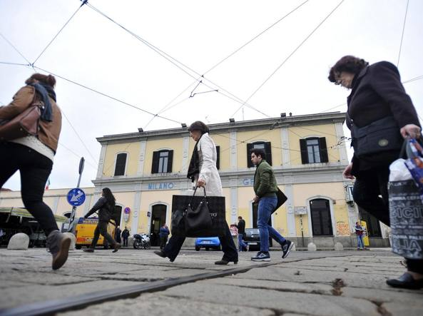 La stazione di Milano Porta Genova da cui è partita la liceale violentata e aggredita da due uomini