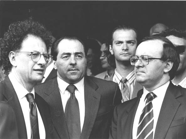 Piercamillo Davigo, a destra, ai tempi del pool che condusse l'inchiesta di Mani pulite: al suo fianco c'è Antonio Di Pietro, a sinistra Gherardo Colombo