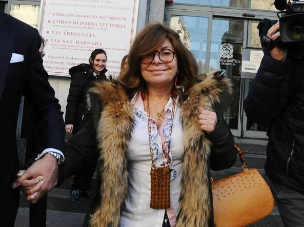 Patrizia Reggiani all'uscita dal tribunale (Fotogramma)