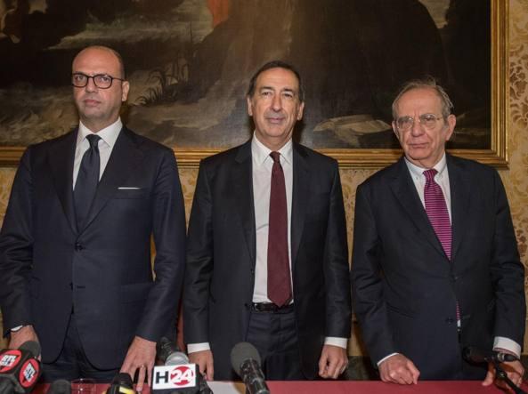 L'incontro «Italy is now and next»: da sinistra il ministro degli Esteri Angelino Alfano, il sindaco Beppe Sala e il ministro dell'Economia Pier Carlo Padoan (LaPresse)
