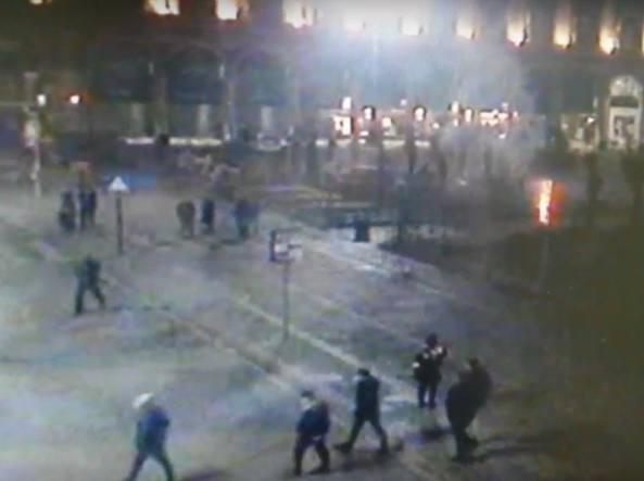 Palme bruciate in piazza Duomo a Milano, individuati responsabili