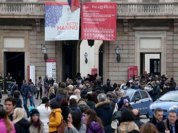 Folla di visitatori alla mostra su Keith Haring a Palazzo Reale (LaPresse)