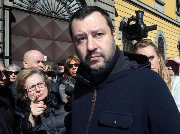 Matteo Salvini alla caserma Montello (Ansa)