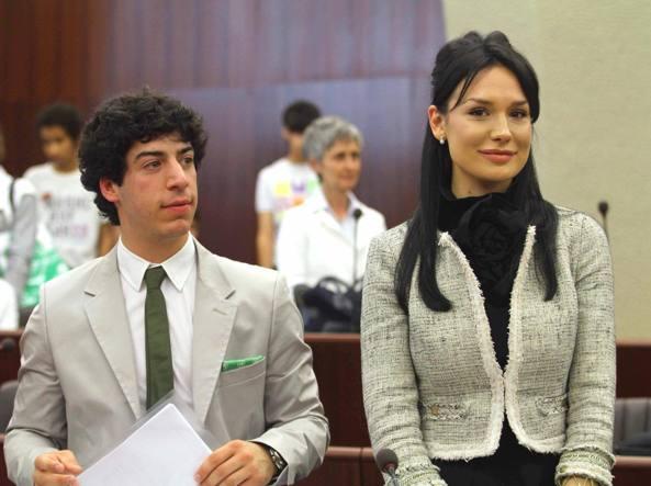 Renzo Bossi e Nicole Minetti nel 2010, ai tempi del loro mandato in consiglio regionale (Photoviwes)