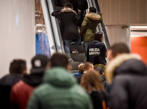 La polizia scientifica sul posto, il 24 febbraio (LaPresse)