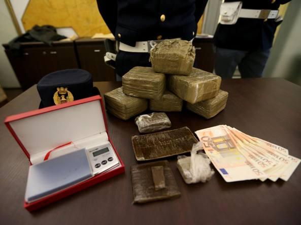Droga e soldi scoperti nell'abitazione del grossista di droga (LaPresse)