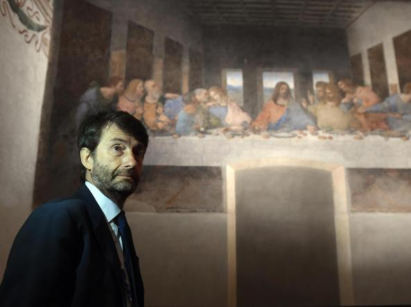 Il ministro delle Attività Culturali e del Turismo, Dario Franceschini, in visita al Cenacolo (Ansa)