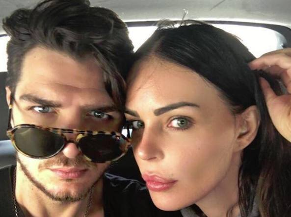 Luigi Favoloso con la fidanzata Nina Moric (da Facebook)