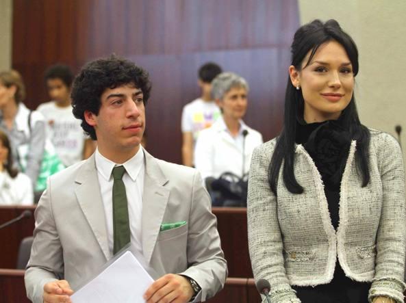 Renzo Bossi e Nicole Minetti in consiglio regionale (Photoviews)