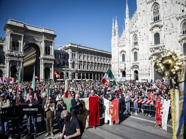 Corteo 25 Aprile Milano: Antifascisti contestano Brigata Ebraica e Pd