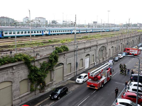 Giovane migrante trovato impiccato al muro della ferrovia a Milano
