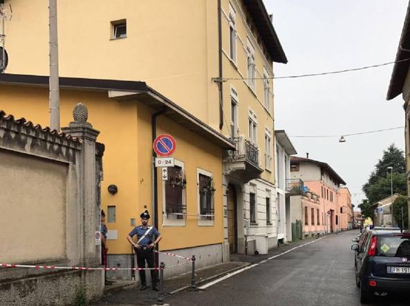 Varese: donna uccisa a coltellate in casa