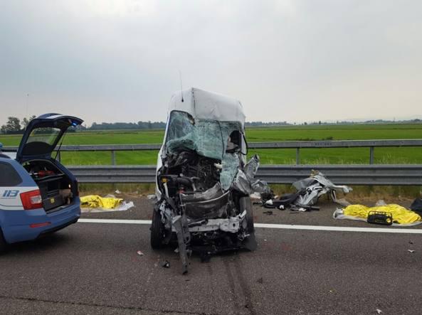 A7 incidente sull autostrada milano genova due morti e un ferito - Incidente giardini naxos oggi ...