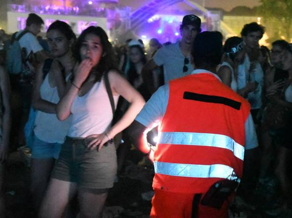 Intervento dopo il lancio di una fialetta irritante durante il concerto di Justin Bieber (foto Daniele Bennati)
