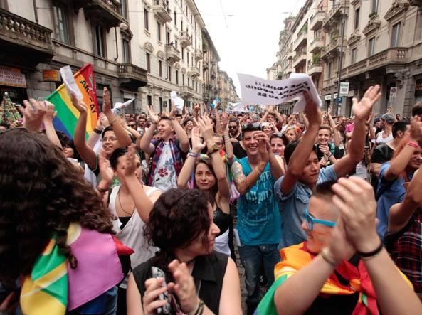Milano, sfila il Pride.