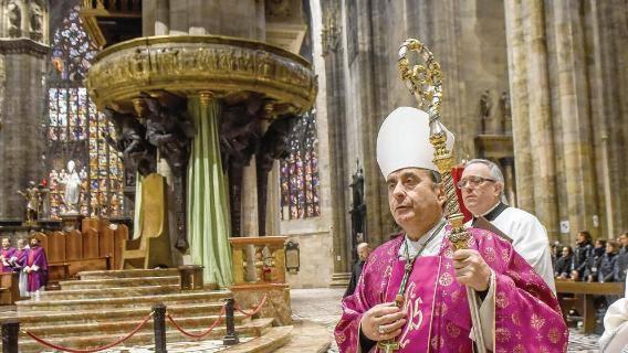 Milano, Delpini nuovo arcivescovo: vita sobria, bicicletta e dialogo