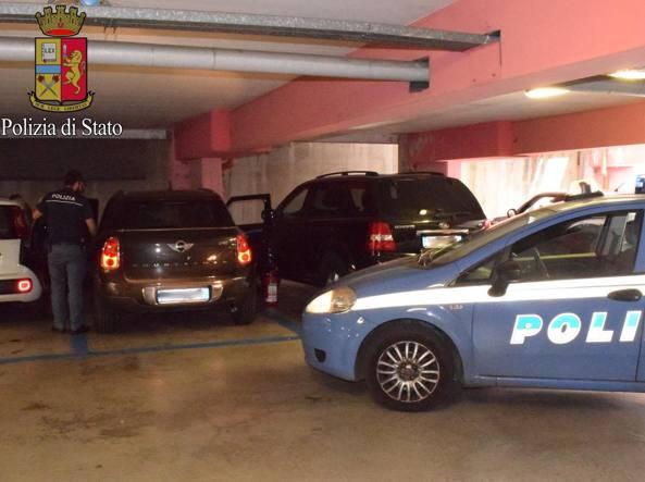 L'intervento della polizia nel parcheggio della metropolitana di Bisceglie