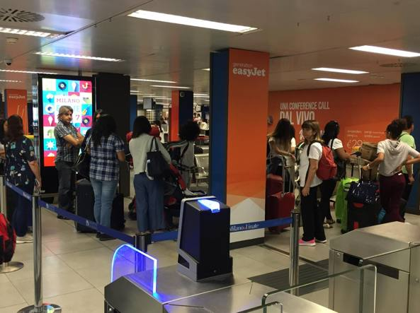 Milano Linate: salta Internet, check-in a mano con file lunghissime