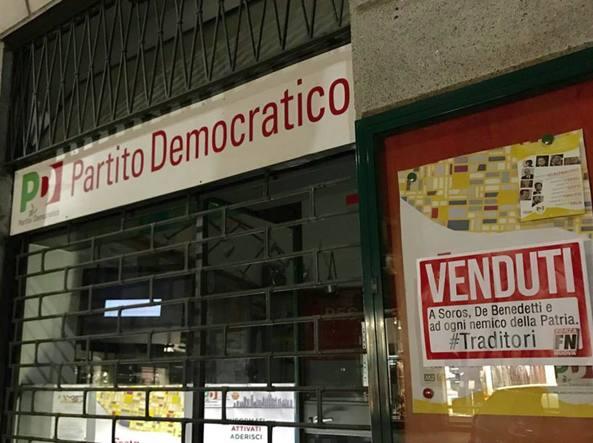 Blitz di Forza Nuova al Pd Un cartello alla sede: