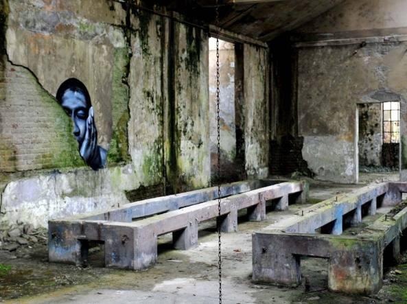 Gli interni dell'ex polveriera Montedison a Taino. Il complesso fu costruito da una ditta francese (foto Bettolini)