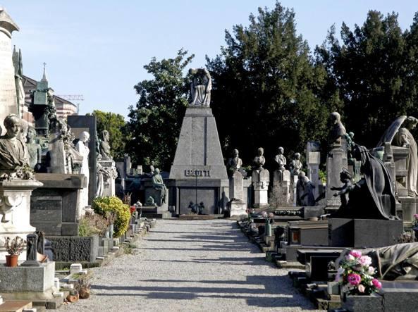 Il Comune ha avviato la ricerca di un curatore che si prenda cura della parte artistica del cimitero Monumentale (LaPresse)