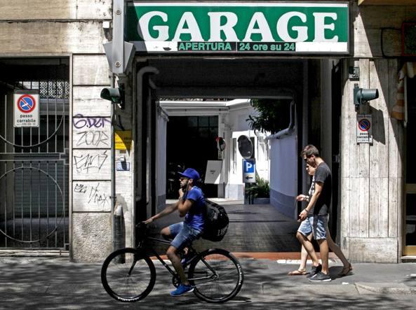 L'autosilo di viale Gian Galeazzo intestato alla Gian Galeazzo Parking sas
