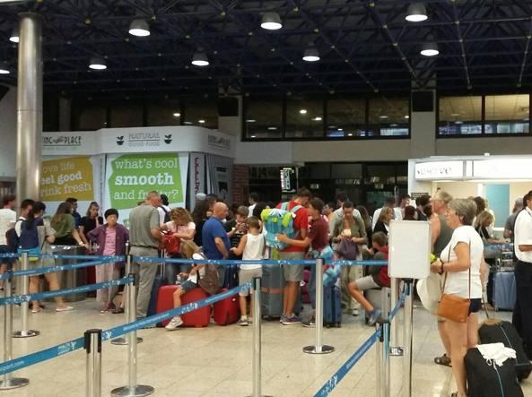 Cancellazione volo Easy Jet di sabato sera: Enac monitora la situazione