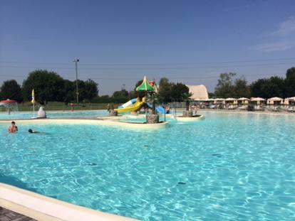 Si tuffa in piscina nell acqua alta bambina di 4 anni - Piscina di legnano ...
