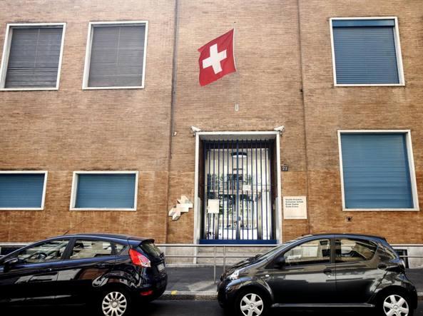Quella di via Appiani, fondata nel 1919 e frequentata da 380 allievi, è una delle 18 Scuole Svizzere all'estero (LaPresse)