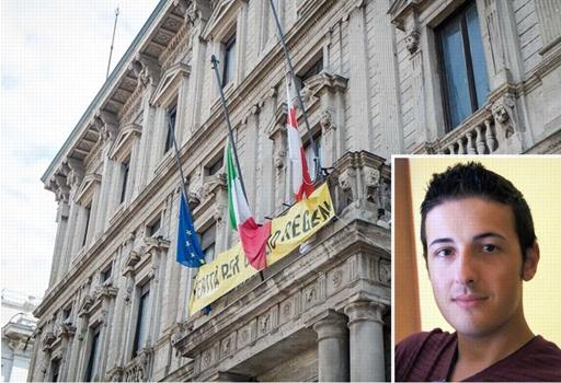 Bandiere a mezz'asta a Palazzo Marino