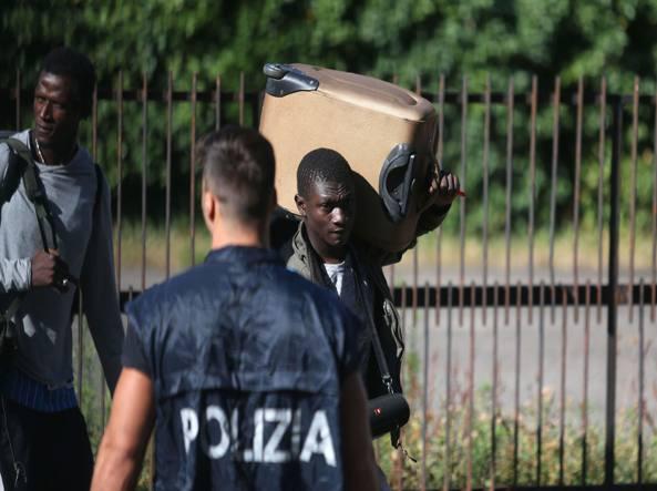 Milano, sgomberata ex scuola di via Pizzigoni