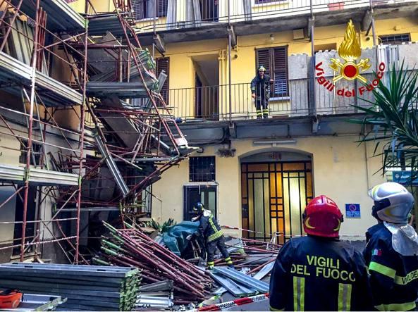 Il muratore stava lavorando al quarto piano (LaPresse)