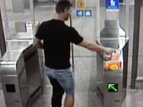La svolta nelle indagini: l'immagine ripresa dalle telecamere della metropolitana milanese di «Segesta» che ritrae il maniaco dell'ascensore, Edgar Bianchi