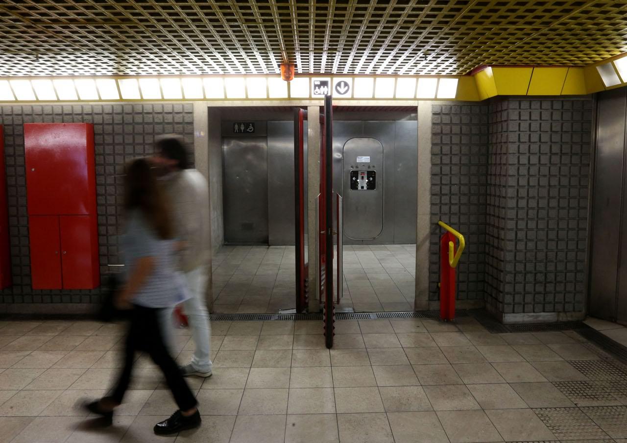 Sono Entrata Nel Bagno Degli Uomini : La metro e i suoi bagni: recensioni dal sottosuolo il milanese