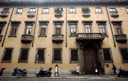 Milano quando il diavolo abitava a palazzo acerbi in - La porta del diavolo ...