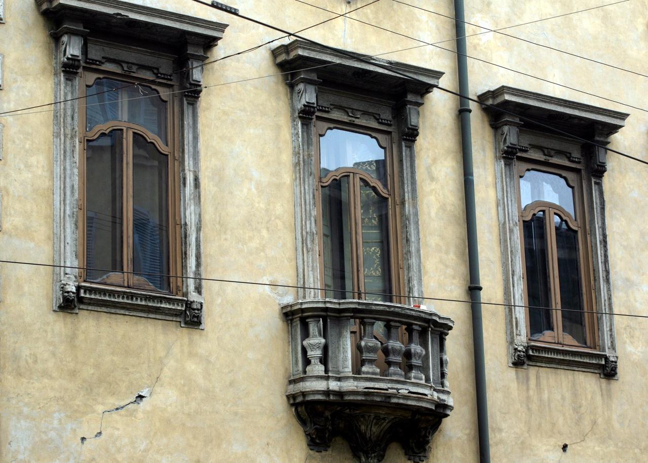 Milano dentro palazzo acerbi la casa del diavolo - Corso di porta romana 16 milano ...