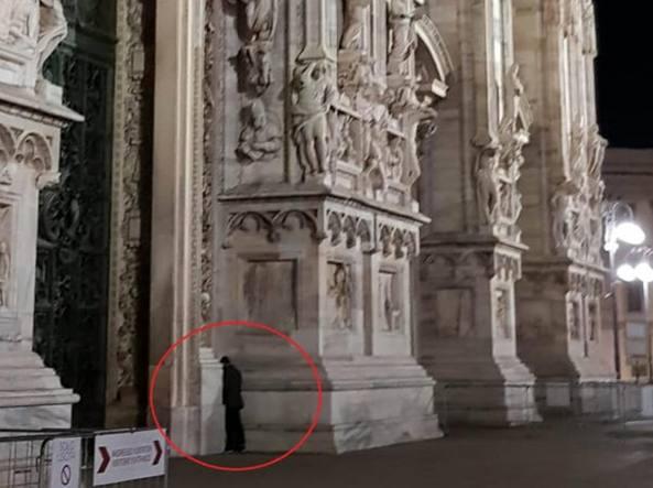 Fa pip sulla facciata del duomo di milano e scappa for Milano re immobili di prestigio