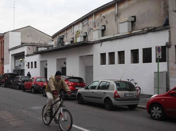 La facciata della Sala prove del Teatro alla Scala in via Bottelli (foto Nicola Vaglia/LaPresse)