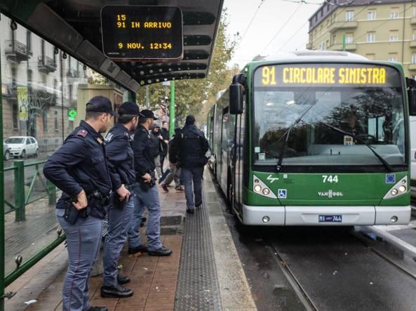 Molesta una studentessa, arrestato sull'autobus della 91