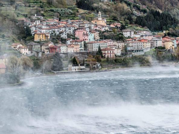 Maltempo tra como e lecco raffiche di vento alberi for Lago vicino milano