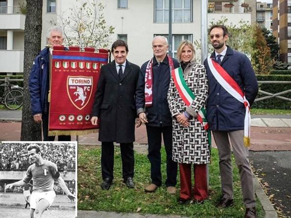 L'inaugurazione della piazza: al centro Urbano Cairo, presidente del Torino, e Sandro Mazzola; nel riquadro Valentino Mazzola (LaPresse)