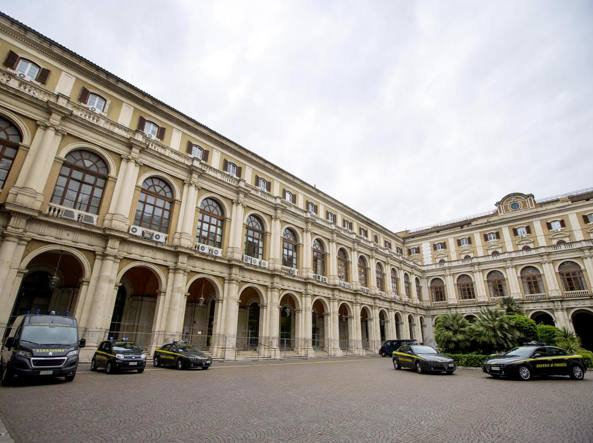 Dentro le mura del ministero dell'Economia e delle finanze a Roma: il suo ingresso principale è in via XX Settembre (foto Carconi/Ansa)