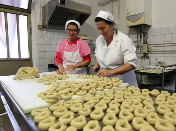 Il forno di Carla Bernini, l'unica rimasta in tutta la  provincia di pavia a sfornare  i brasadè di Schizzola