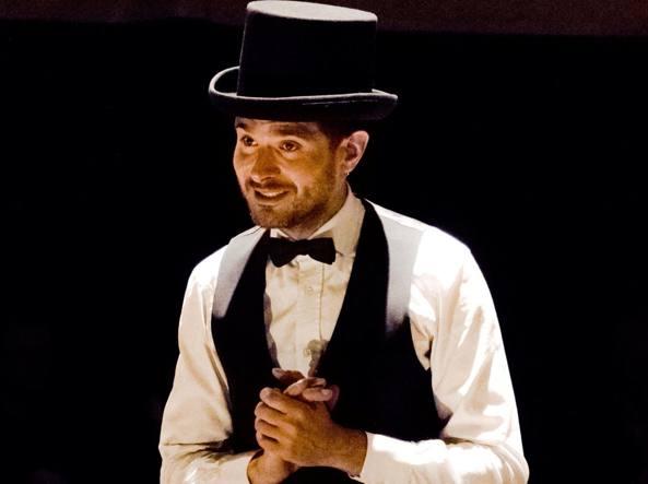 Matteo Zanaboni Dini, classe 1983, laureato in Giurisprudenza, nel 2015 ha fondato il «Petit cabaret 1924» (LaPresse)