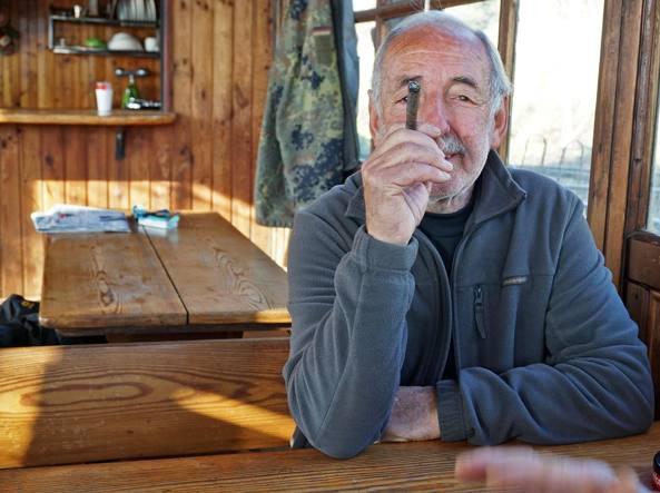 Roberto nella sua casa galleggiante (foto Marcella Milani)