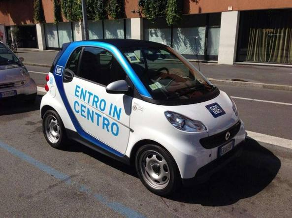 Car2go: black out globale del car sharing, proteste a Milano